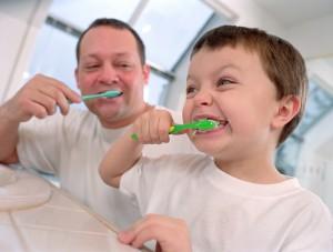 Как научить детей чистить зубы?